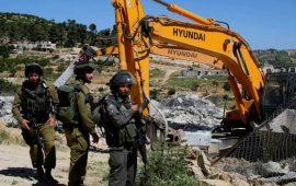 جرافات الاحتلال تهدم منزلا لعائلة مقدسية