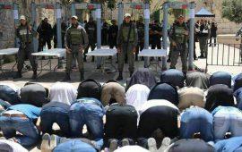 """وزير إسرائيلي سابق: هذا ثمن خطأ وضع """"البوابات"""" بالأقصى"""