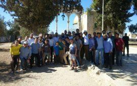 مستوطنون يواصلون اقتحام الأقصى والاحتلال يمنع 180 موظف من دخول المسجد