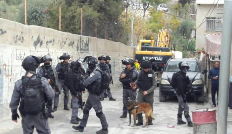 الاحتلال يهدم منشأتين تجاريتين شرق القدس