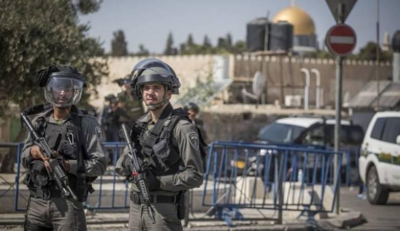 القدس: اعتقال 4 شبان بينهم حارس بالأقصى
