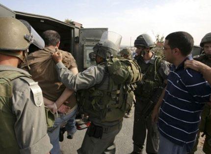 الاحتلال يعتقل فلسطينيين من الخليل
