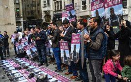 """وقفة في إسطنبول تطالب بمحاكمة قتلة الصحفي """"مرتجى"""""""