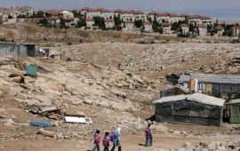 قرار بهدم وترحيل سكان تجمع بدو الخان الأحمر شرق القدس