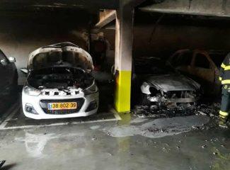حريق يلتهم 7 مركبات في الناصرة وأضرار جسيمة بسيارات أخرى