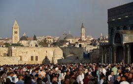 أكثر من 100 ألف فلسطيني يؤدون صلاة العيد في المسجد الأقصى
