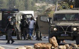 اقتحامات واعتقالات إسرائيلية بالضفة بينهم عائلة من الخليل