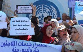 """1.3 مليون لاجئ """"تحت حصارين"""" بغزة بعد وقف مساعدات الأنروا"""