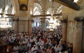 """أكثر من 40 ألف فلسطيني يؤدون الجمعة في رحاب """"الأقصى"""""""