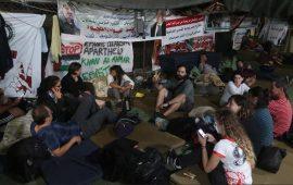 """122 يوما من الرباط في """"الخان الأحمر"""" لمواجهة المعول الإسرائيلي"""