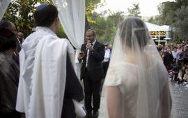 """""""الزواج من الأغيار"""": تهويد المهاجرين الروس والتنكر لغير الأرثوذكس"""