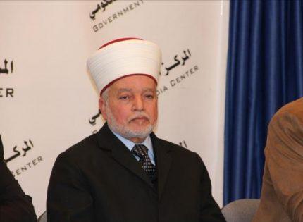 المفتي: لا مانع من جمع الأسرى للصلوات عند الحاجة الملحة