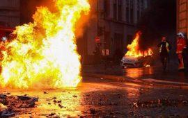 """حكومة فرنسا تفشل في نزع فتيل أزمة """"السترات الصفراء"""""""