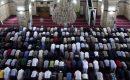 """حكم الجمع بين الظهر والعصر يوم الجمعة بسبب المطر """""""