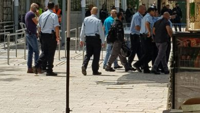 "Photo of ""المفتش العام للشرطة الإسرائيلية"" يقتحم البلدة القديمة والمرجعيات المقدسية تصر على رفض البوابات"