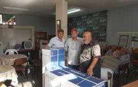 """لجنة """"إفشاء السلام"""" في عارة تقدم """"جهاز تكييف"""" لبيت المسنين وتتنظم فعاليات توعوية في البلدة"""