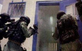 وحدات إسرائيلية تقتحم قسم 4 بسجن النقب وتُنكّل بالأسرى