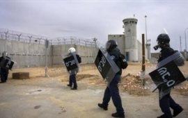 """توتر بسجن """"ريمون"""" وقوات القمع الإسرائيلية تنكل بالأسرى"""