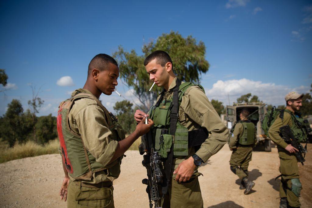 Photo of الجيش الإسرائيلي يوقف بيع السجائر في قواعده