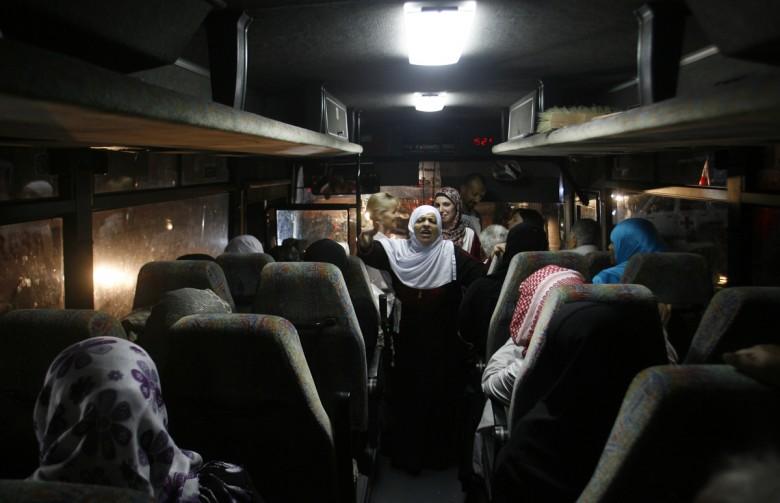 "Photo of 27 من أهالي أسرى غزة يزورون 16 أسيرًا بـ""ريمون"""