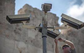 الاحتلال ينصب كاميرات حديثة على مداخل الأقصى