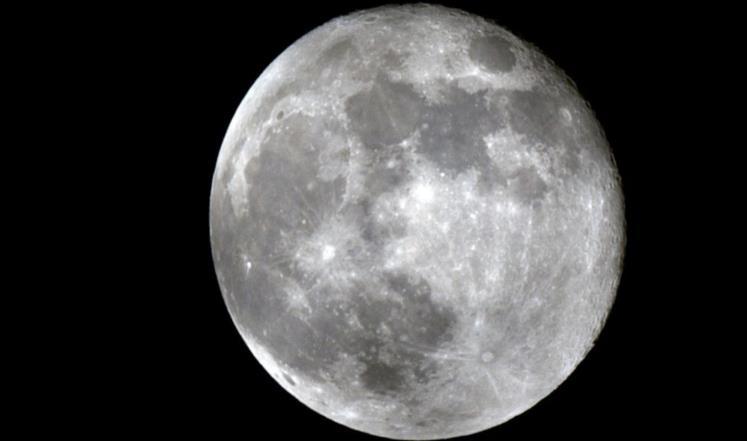 باحث فلكي: القمر عملاقًا مع غروب شمس اليوم