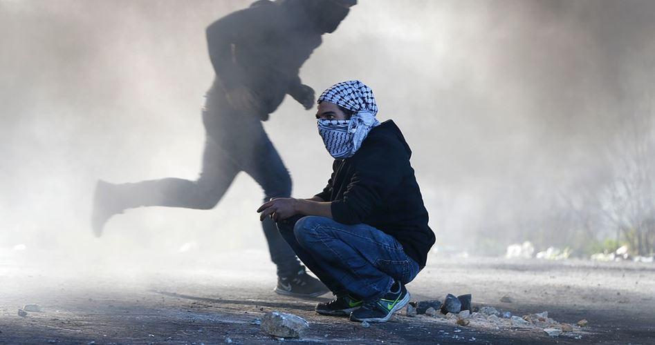 Photo of المواجهات تشتعل بالضفة وتسفر عن 22 إصابة