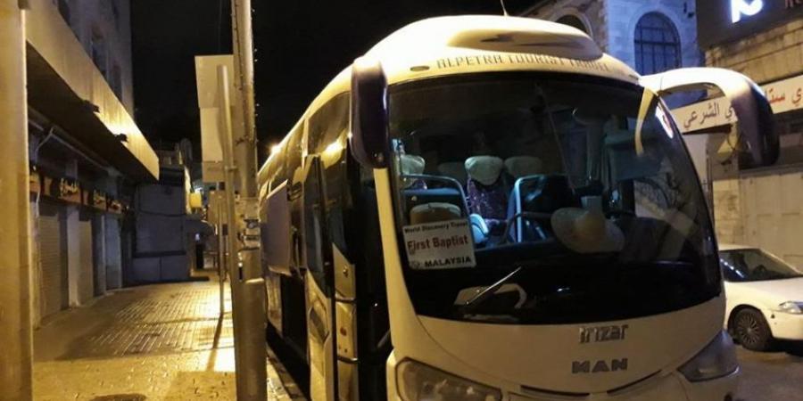 "Photo of بعد انقطاع دام شهرين: أهالي أسرى القدس يزورون أبنائهم بسجن ""نفحة"""