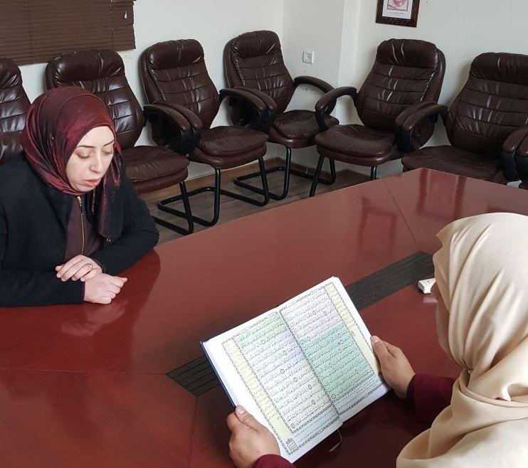 Photo of المربية شيماء إغبارية من مصمص تتم حفظ القرآن الكريم