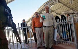الحكومة الإسرائيلية تصادق على منع دخول الفلسطينيين المديونين للبلاد