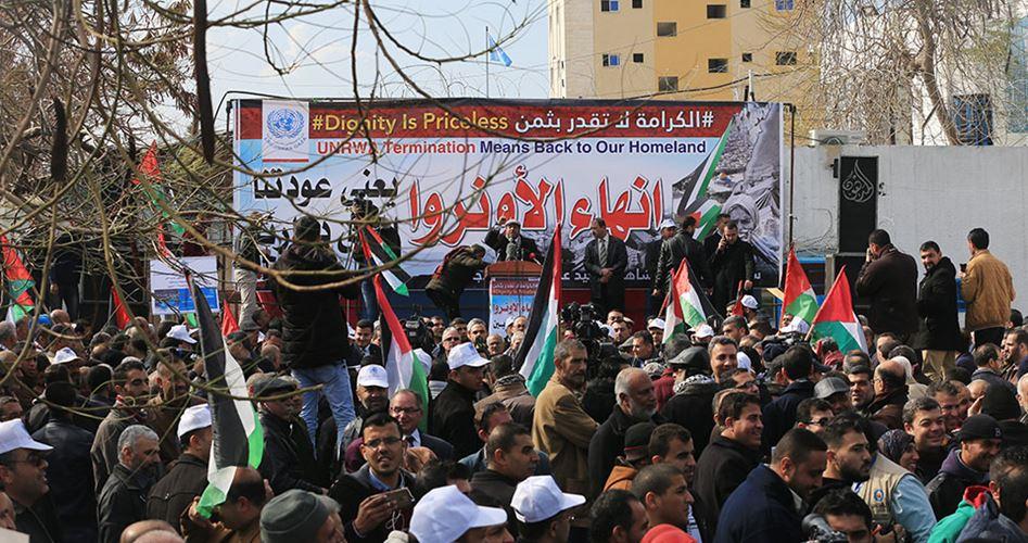 """Photo of موظفو """"الأونروا"""" بغزة ينتفضون: لن نقبل الابتزاز الأمريكي"""