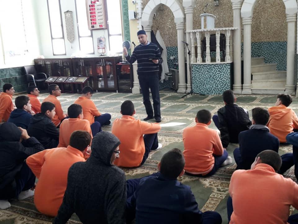 Photo of ضمن أسبوع تربية الأسرة: مدرسة النهضة الأهلية كفر قرع في زيارة لمسجد الحوارنة