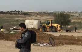 رغم الأجواء العاصفة والأمطار: آليات إسرائيلية تهدم العراقيب للمرة الـ124