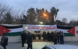 احتجاج على كلمة عزام الأحمد بعزاء الشهيد جرار في عمان