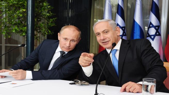 Photo of صحيفة روسية ترجح علم موسكو بالضربات الإسرائيلية على سورية
