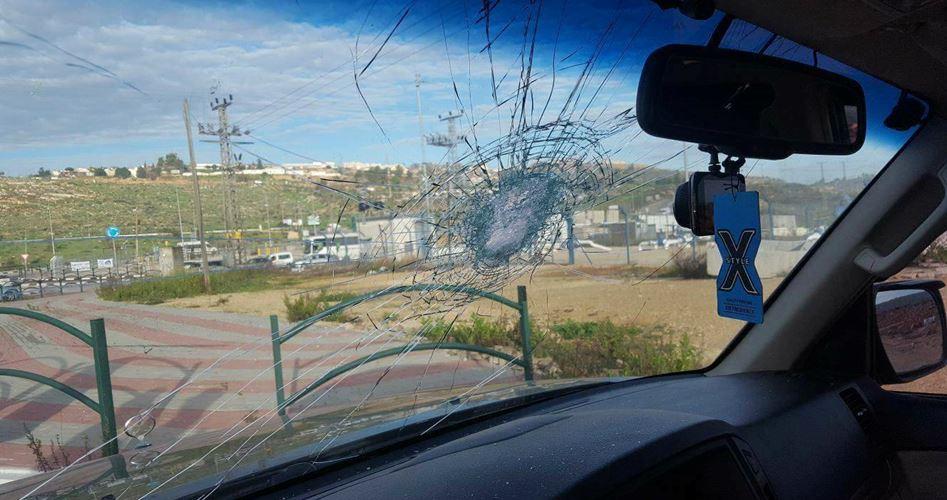 Photo of إصابة ناشط فلسطيني باعتداء للمستوطنين جنوب نابلس
