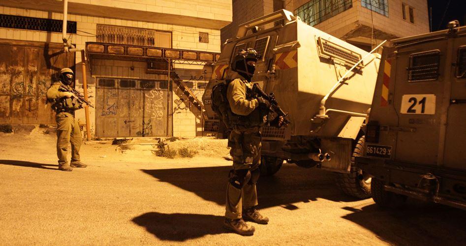 Photo of الضفة: الاحتلال يعلن عن اعتقاله 12 فلسطينيا في حملة مداهمات
