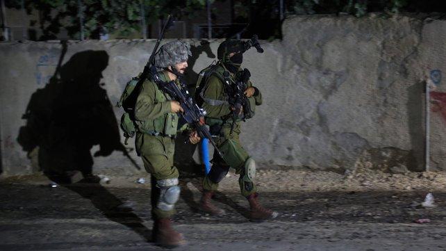 Photo of الاحتلال يعتقل 21 مواطناً بالضفة والقدس بينهم أطفال