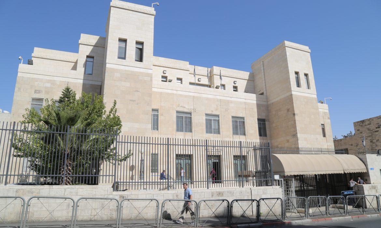 Photo of الاحتلال يحكم على أسيرة مقدسية بالسجن 10 سنوات