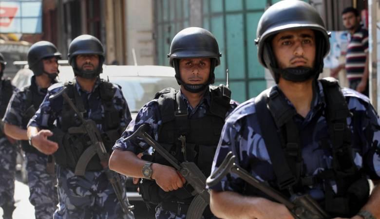Photo of الضفة: أجهزة السلطة تعتقل 4 محررين وتستدعي خامسا