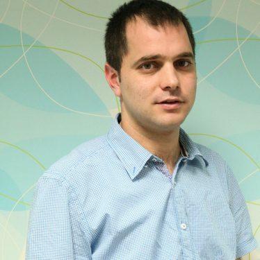 الناشط الشبابي السياسي مجدي أبو الحوف