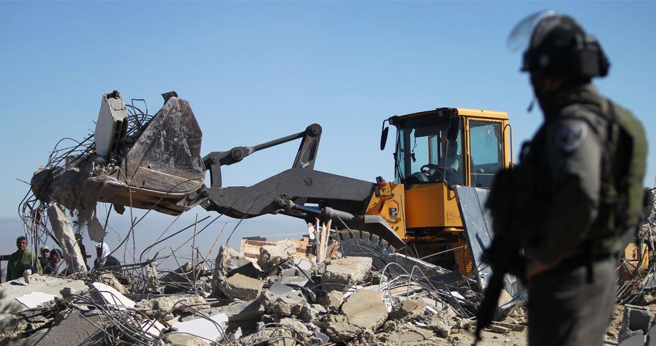 Photo of إخطارات اسرائيلية بهدم 4 منشآت فلسطينية جنوب الخليل