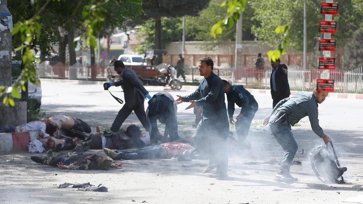 "Photo of قتلى بتفجيرين انتحاريين قرب مقر الاستخبارات الأفغانية وسط كابول… و""داعش"" يتبنى"