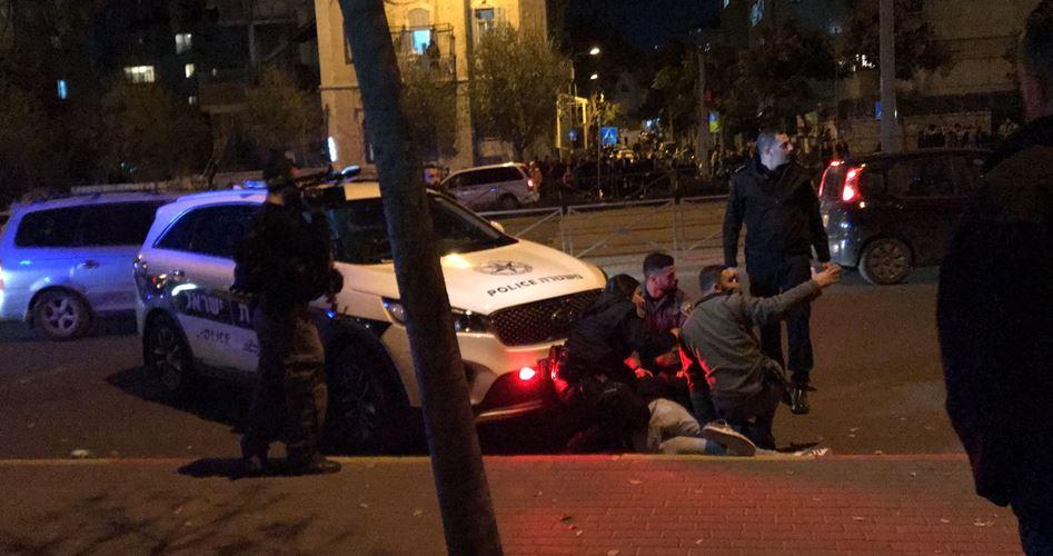 Photo of اعتقال ثلاثة فلسطينيين خلال مواجهات ليلية في القدس