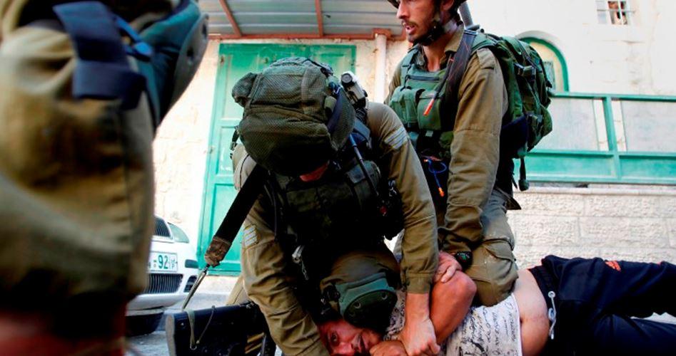Photo of نادي الأسير: قوات الاحتلال تضرب أسيرين خلال اعتقالهما