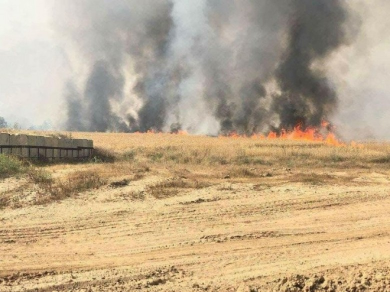 "Photo of طائرات ورقية تشعل النيران بمستوطنات ""غلاف غزة"""