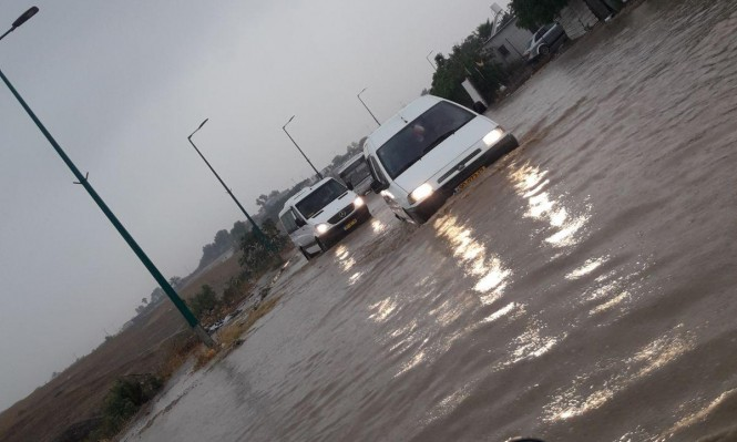 Photo of مياه الأمطار تتسبب بفيضانات وتغمر منازلا ومحلات تجارية