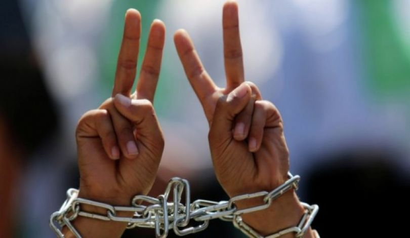 Photo of معطيات: قوات الاحتلال اعتقلت اكثر من 600 فلسطيني الشهر الماضي