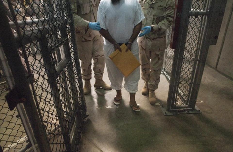 Photo of معتقلون سابقون بغوانتانامو يعانون في مراكز احتجاز بالإمارات