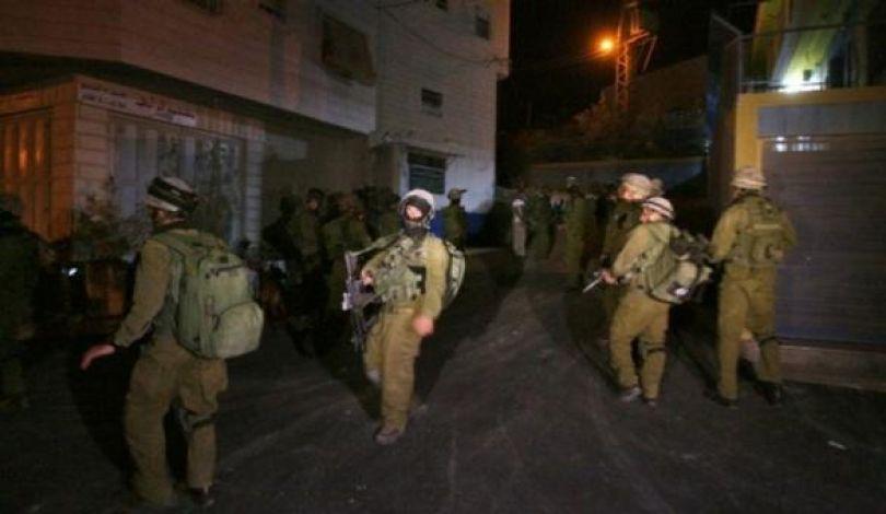 Photo of مداهمات واعتقالات بالضفة